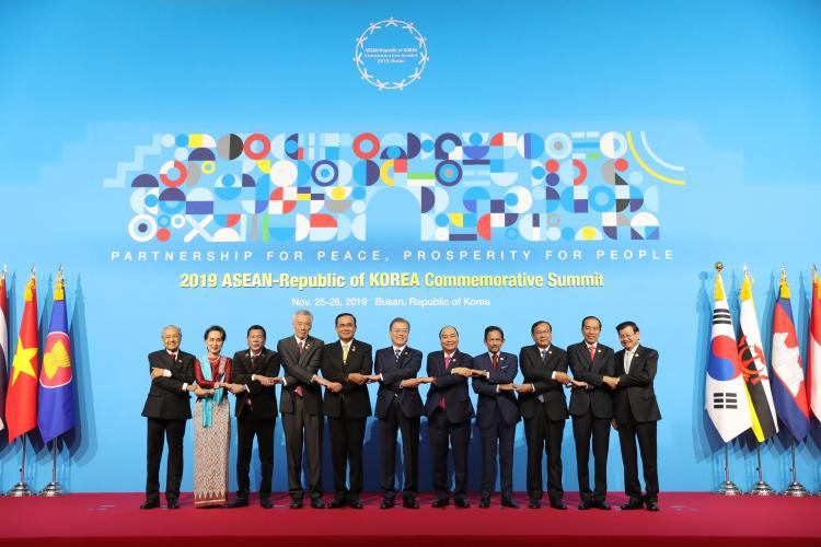 Disambut Presiden Moon, Presiden Jokowi Hadiri Rangkaian KTT ASEAN-ROK Commemorative Summit 2019