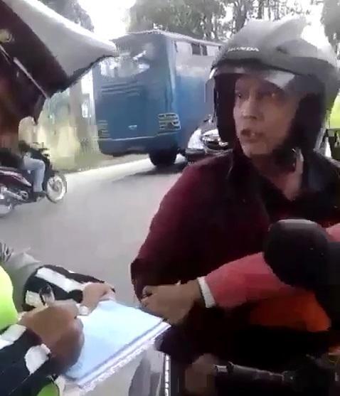 Tak Terima Ditilang, Pengendara Sepeda Motor Bentak Polisi di Jalan Lintas Lubuk Pakam-Perbaungan