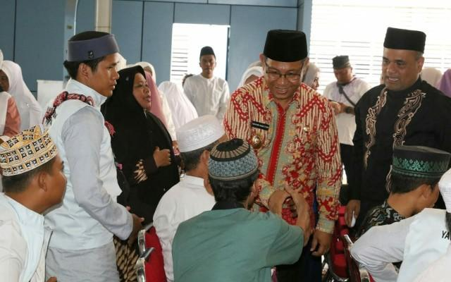 Maulid Nabi Muhammad SAW, Plt Wali Kota Medan Bagikan 720 Tumbler Jaga Kelestarian Lingkungan