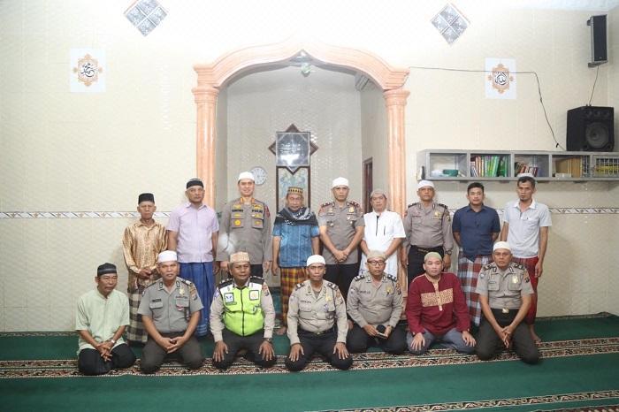Kapolrestabes Medan Sampaikan Pesan Kamtibmas Usai Subuh Berjamaah di Masjid AlMakmur Bromo