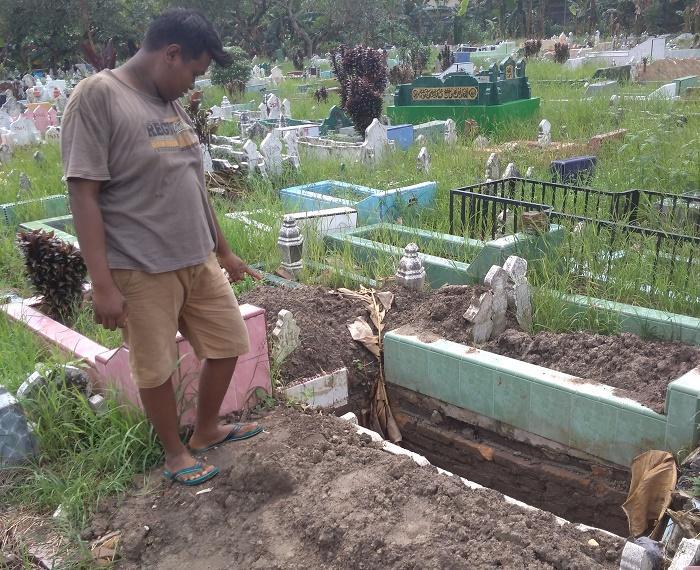 Mayat Pelaku Bom Bunuh Diri di Mapolrestabes Medan Dimakamkan TPU Sei Sikambing D