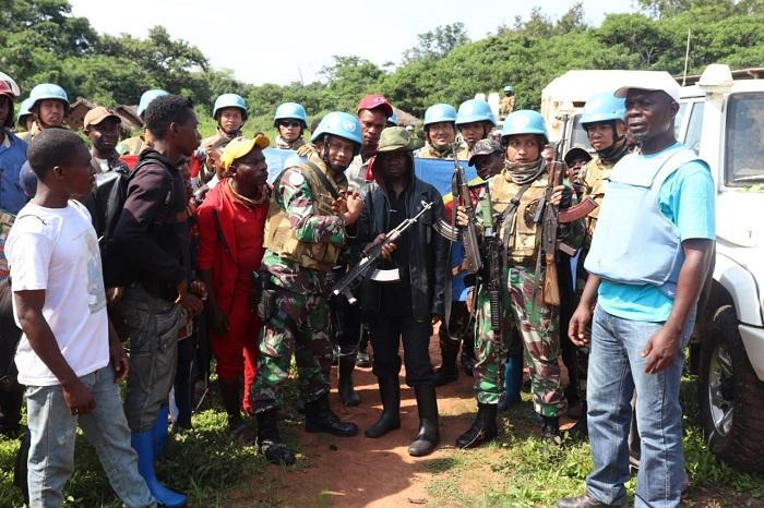 Senjata Ak-47 dan Pistol FN Diamankan Satgas Konga XXXIX-A dari Ex-Combatant Afrika