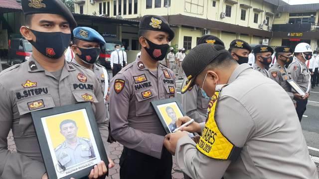Terjerat Kasus Narkoba dan Lalai Bertugas, 8 Personel Polrestabes Medan Dipecat, 79 Personil Lainnya Terima Penghargaan