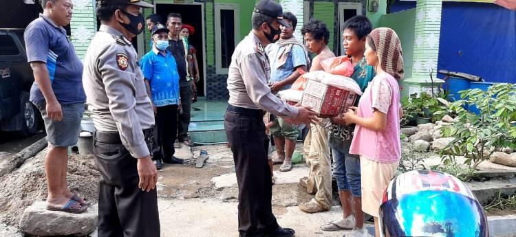Kapolresta Deli Serdang Serahkan Bantuan Paket Pangan kepada Korban Longsor