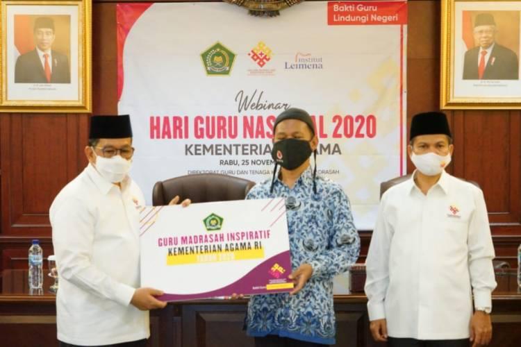Kemenag Beri Hadiah Laptop dan Uang Pembinaan untuk 12 Guru dan Kepala Madrasah Inspiratif 2020