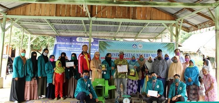 Tim PHP2D UNIMED Serahkan Mesin Dwi Fungsi di Kampung Mualaf Langkat