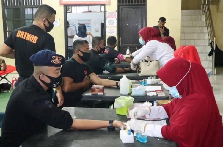 HUT Brimob Polri ke-75, Brimob Polda Sumut Gelar Aksi Donor Darah