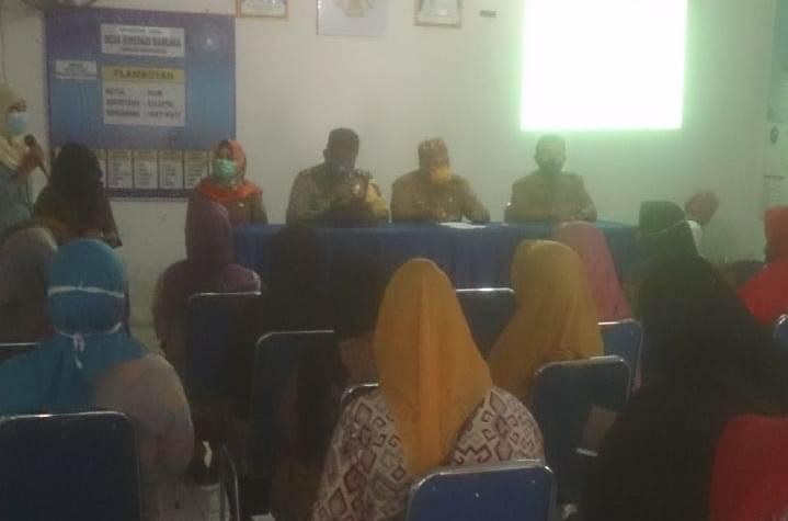 Sosialisasikan Protokol Kesehatan, Bhabinkamtibmas Ikuti Kegiatan Desa