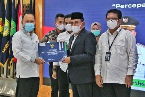 Pemerintah Kota Medan Terima TKDD TA 2021 dari Gubernur Sumut