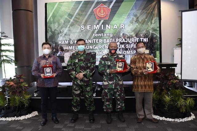Babinkum TNI Gelar Seminar HAM dan Hukum Humaniter untuk Personil TNI AD, TNI AL, dan TNI AU