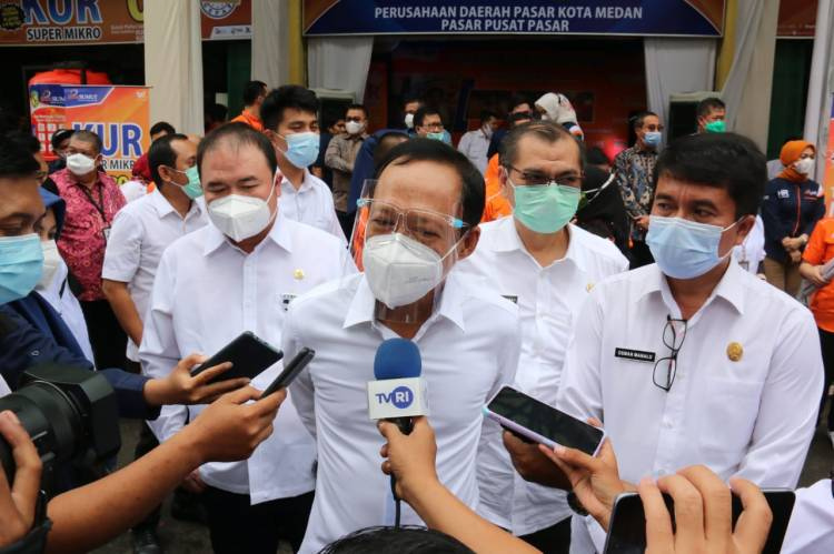 HUT ke-59 PT Bank Sumut, Pjs Walikota Medan Apresiasi Kegiatan Sapa Pedagang di Pusat Pasar