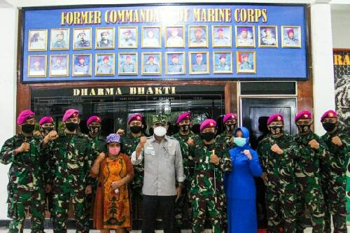 Wakil Ketua DPD Letjen TNI Marinir (purn) Nono Sampono Kunjungi Sarang Petarung Harimau Putih Yonif 8 Marinir