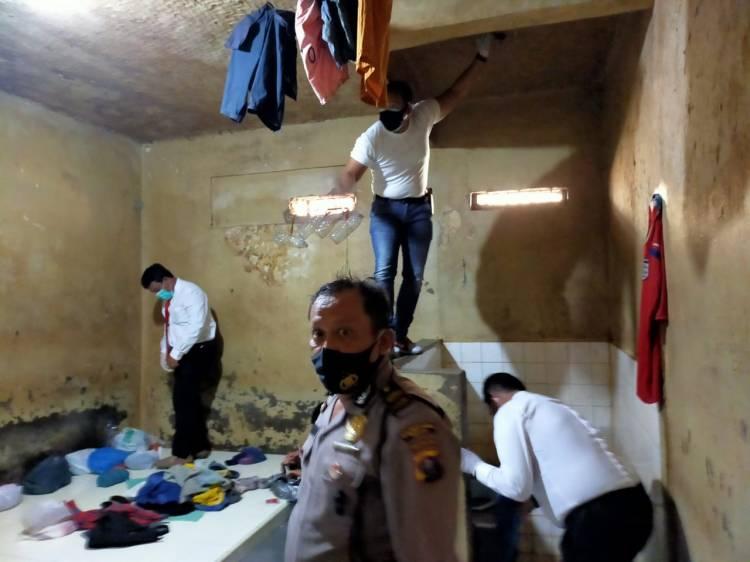 Kapolsek Medan Baru Pimpin Pemeriksaan 225 Tahanan, Sel Dibersihkan dan Disemprot Disinfektan