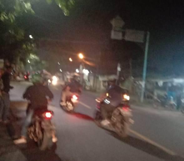 Ratusan Geng Motor Buat Onar di Titi Sewa Jalan Letsu, Satu Unit Motor Milik Warga Dibakar