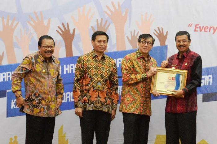 Gubernur dan 24 KDH di Sumut Terima Penghargaan Peduli HAM