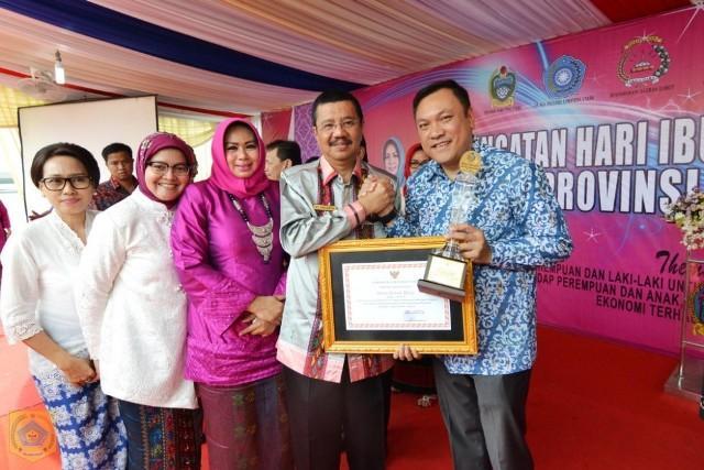 Bupati Pakpak Bharat Terima Anugerah Parahita Ekapraya dari Gubsu