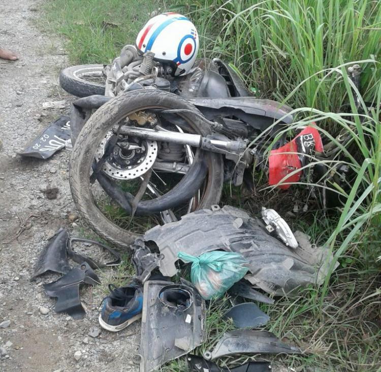 Dua Pemuda Tewas Usai Sepedamotornya Menabrak Mobil Oleng