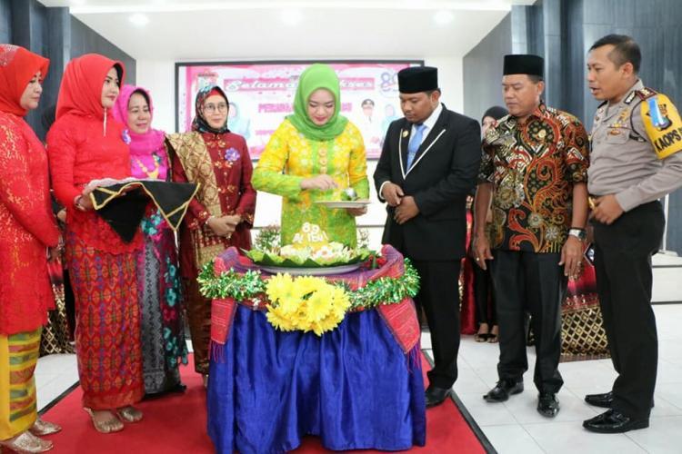 Walikota Tanjungbalai Mengajak Semua Perempuan Mampu Menjadi Sosok yang Mandiri, Kreatif,Inovatif, Percaya diri dan Meningkatkan Kualitas dan Kapabilitas Perempuan