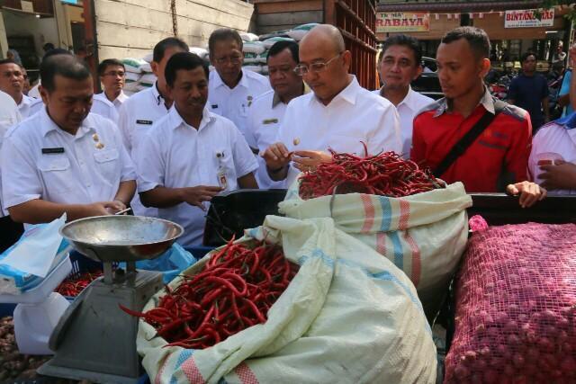 Walikota Medan Tinjau Operasi Pasar Murah di Pasar Tradisional Sei Sikambing