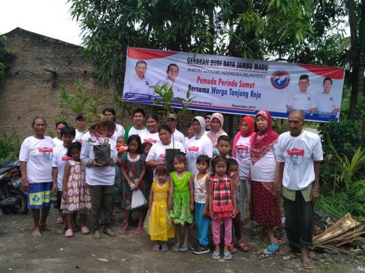 Pemuda Perindo Sumut Bagikan 75 Bibit Jambu Madu