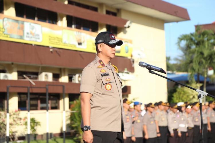 Kapolrestabes Medan Dampingi Wakapoldasu Pimpin Apel di Polrestabes Medan