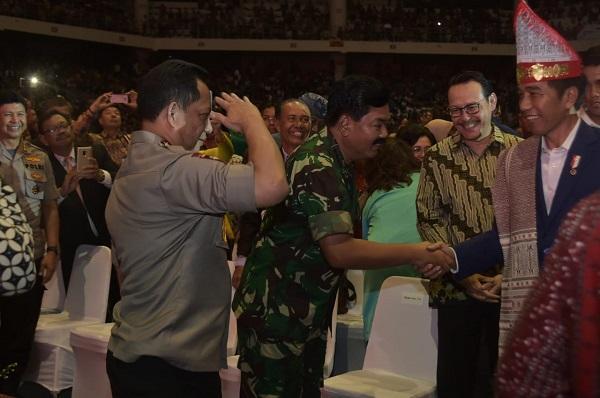 Panglima TNI dan Kapolri Dampingi Presiden Jokowi Hadiri Perayaan Natal Nasional di Medan