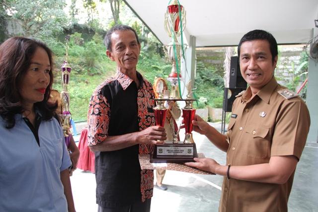 Wali Kota Pematangsiantar Beri Reward kepada Kelurahan dan Kader Lingkungan Terbaik
