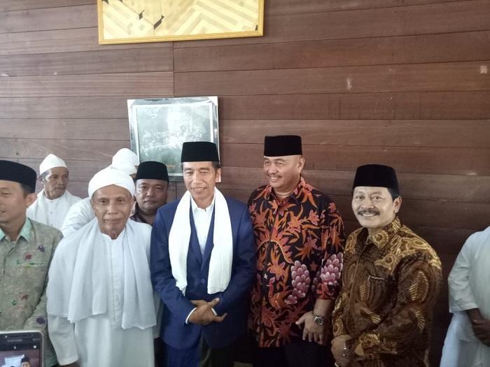 Presiden Jokowi Kunjungi Tuan Guru Babussalam, Bupati dan Ribuan Warga Langkat Sambut Antusias