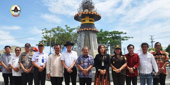 Tugu Gempa dan Tugu Durian Kota Gunungsitoli Diresmikan Menteri Hukum Dan HAM RI