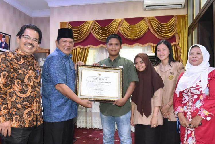 Forum Anak Kota Padangsidimpuan Mendapat Penghargaan MERAK Award
