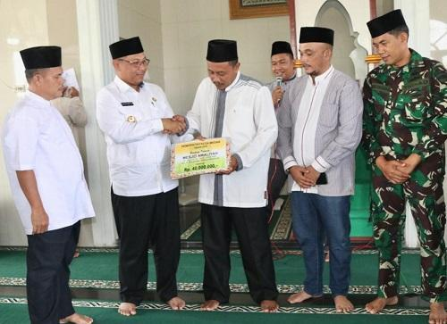 Masjid Al Amaliyah Medan Marelan Terima Bantuan dari Plt Walikota Medan