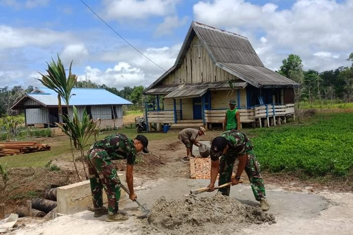Satgas Yonif MR 411/Pdw Kostrad Laksanakan Serbuan Teritorial di Gereja Perbatasan