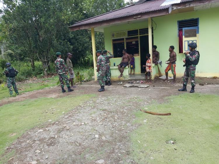 Cegah Pengaruh KKSB, Satgas Pamrahwan Patroli di Pedalaman Papua