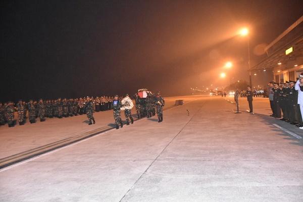 Pangdam I/BB Pimpin Upacara Militer Penyambutan Jenazah Kapten Inf Anumerta Erizal di Bandara Kualanamu