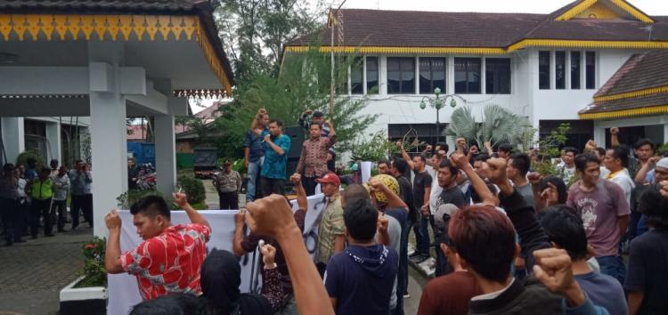 LP3SU Demo ke Kantor Dinas PU Medan, Bersihkan Pejabat Bermental Koruptor