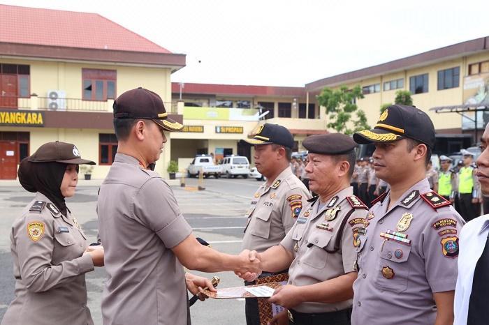 Kapolrestabes Medan Berikan Penghargaan untuk Polisi Sukses Jalankan Program 1092