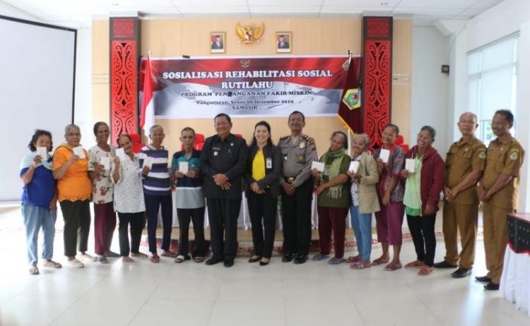 Pemkab Samosir Salurkan Bantuan Sosial Rehab Rumah