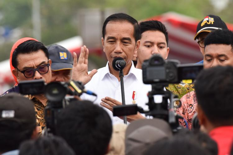 Tidak Hanya Direksi Garuda, Presiden Jokowi: Sikap Tegas Menteri BUMN Itu Pesan untuk Semua