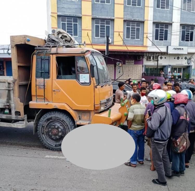Kecelakaan Maut, Pengendara Motor Tewas Dilindas Truk di Jalan AH Nasution Medan Johor