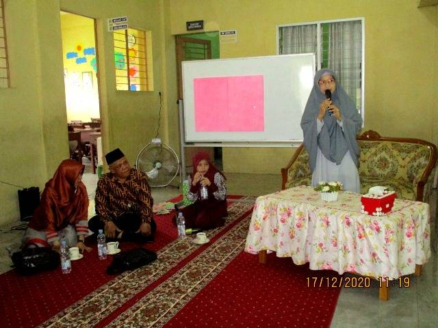 Dosen UMN Bimbing Guru Bahasa Indonesia Gunakan Powtoon Jadi Media Pembelajaran di MIS Nurus Salam Deli Tua