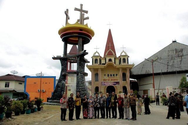 Wujudkan Identitas Kristen, Ir Lakhomizaro Zebua Resmikan Tugu Salib Jadi Ikon Baru di Gunungsitoli