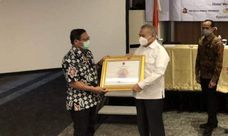 Kepala BPSDM Sumut Asren Nasution Terima SK Akreditasi Diklat Penanggulangan Bencana dari BNPB