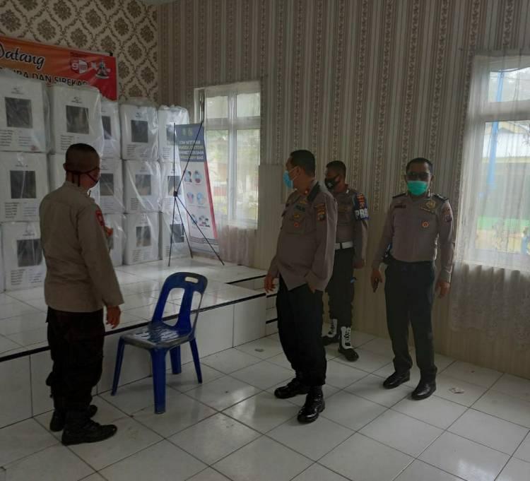 Kapolsek Medan Helvetia Cek Pendistribusian Kotak Suara Serta Bilik Suara di PPK Kelurahan Helvetia Tengah