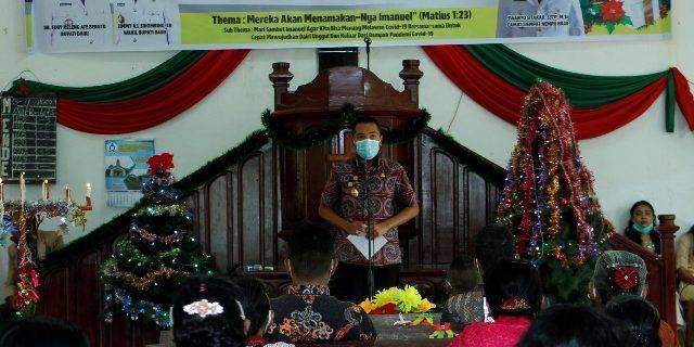Wakil Bupati Dairi Bagikan Bingkisan Natal Kepada Warga Lansia