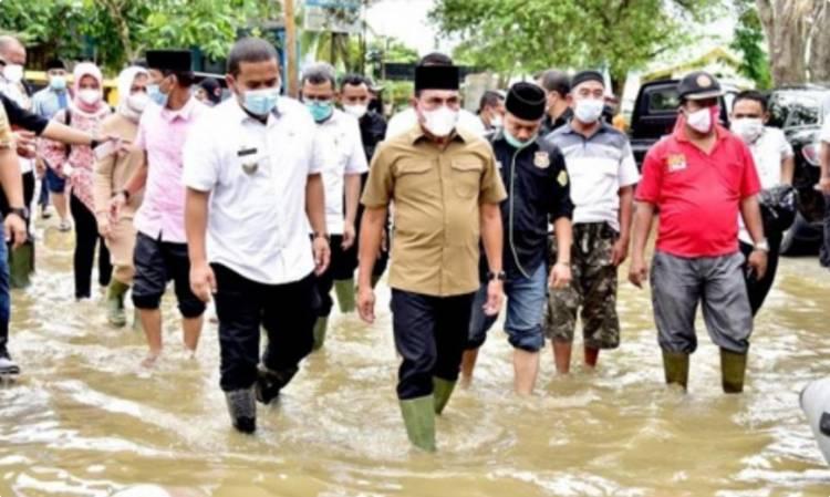 Banjir di Langkat, Gubernur Edy Rahmayadi Turun ke Lokasi dan Serahkan Bantuan untuk Masyarakat