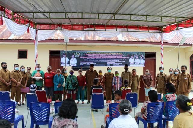 Rangkaian Perayaan Natal Tahun 2020, KanKemenag Tobasa Bagikan 200 Paket Sembako