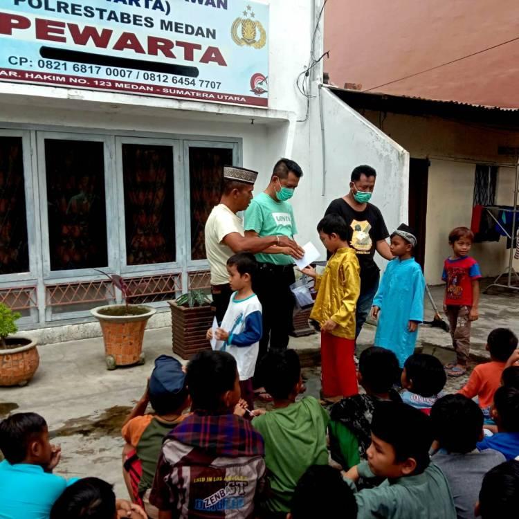 Jumat Barokah, Ketua Pewarta Berikan Tali Asih kepada Ratusan Anak Yatim