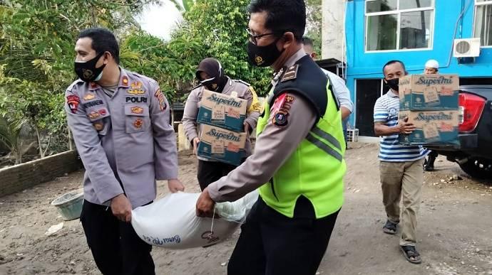 Terkena Musibah Banjir, Kapolsek Medan Helvetia Beri Bantuan Sembako ke Pondok Pesantren An Nur