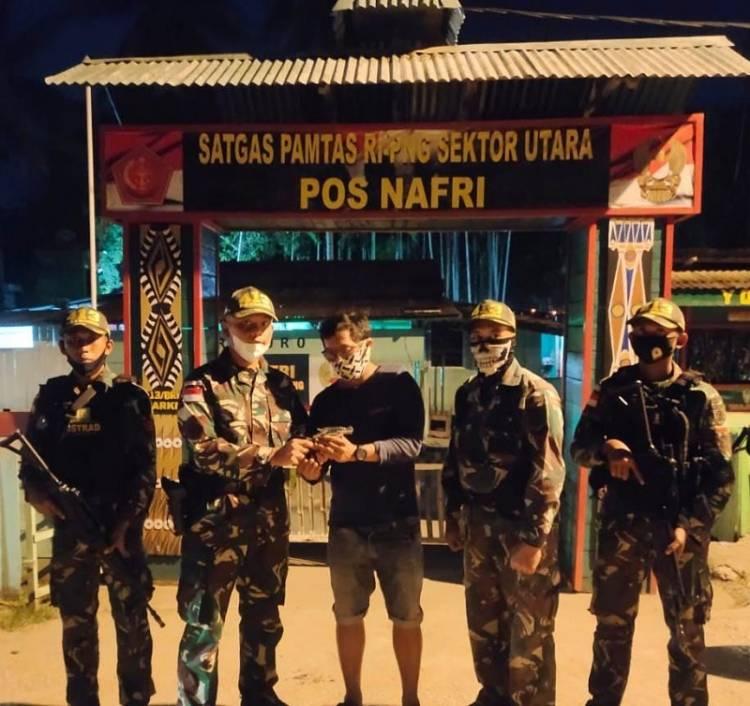 Sweeping di Perbatasan Kampung Koya Koso, Satgas Yonif MR 413 Amankan 1 Pucuk Pistol Jenis Revolver
