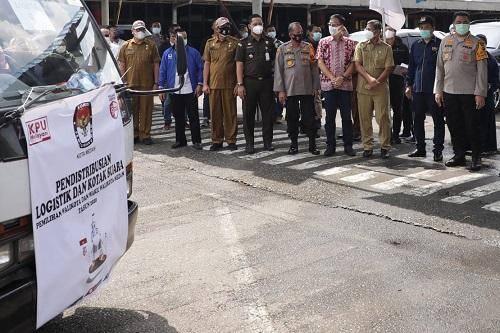 Ketua KPU Bersama Sekda Kota Medan Lepas Pendistribusian Kotak Suara Pilkada 2020